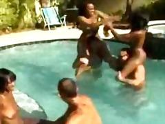 سمراوات القذف زنوج نيك قوى حمام السباحة