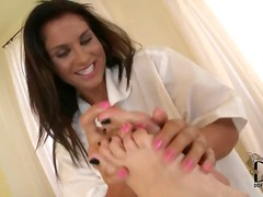 ברונטיות פטיש לסביות עיסוי פטיש כפות רגליים