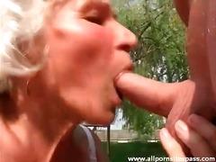 Suhuvõtmine Vanaema Õues