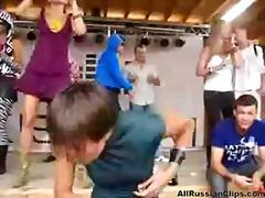 Публично Рускини Леко порно Танц Парти
