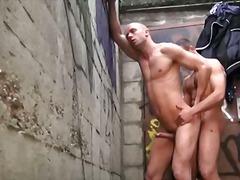 אנאלי תחת הומואים הרדקור בחוץ