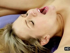 Fitness instructor seduces sex appeal blonde