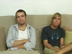 הומואים אוראלי שלושה משתתפים מציצות הומואים צעירים