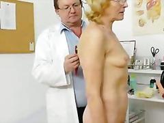 מוזר בלונדיניות רופא משקפיים סבתות
