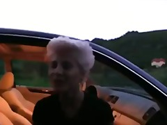 ქერა მანქანა ლესბოსელი