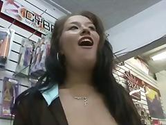 Brunettes Rondes Érotiques Exhib En Public