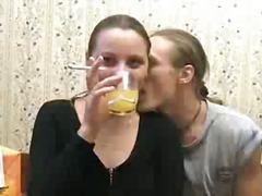מציצות ברונטיות שיכורות פטיש