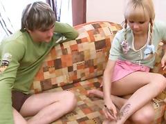 בלונדיניות צעירות ציצים תחתונים