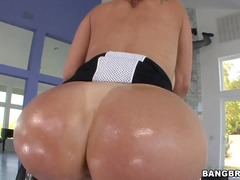 Tiffany mynx presents her amazing ass