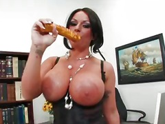 Curvy british woman kerry louise shows