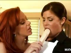 Brünetid Rinnakas Dildo Lesbi Masturbeerimine