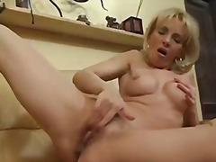Suured Rinnad Blondid Rinnakas Karvane Masturbeerimine