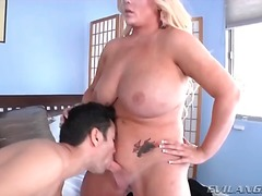 Curvy shemale takes prisoner and gets a blowjob