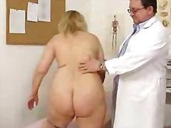 Ilusad suured naised Kummaline Blondid Kogenud Arst