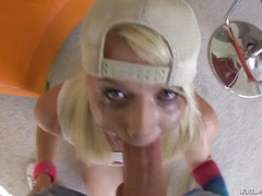 Blonde Naglalakihang Suso Malalim Deepthroat Hubad
