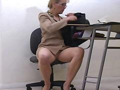 ბებია სექსუალურად მოწიფული ცემა