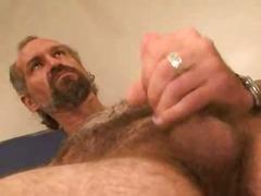 დათვი მიმზიდველი მამაკაცი