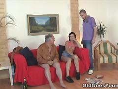 אירופאיות צעירות צעירות מבוגרות
