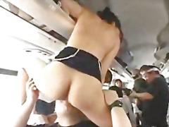 אסיאתיות מוזר באוטובוס קבוצתי יפניות