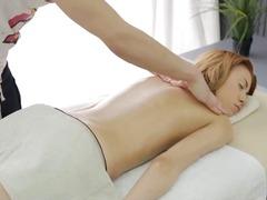 גמירות גמירה על הפנים הרדקור עיסוי שמן