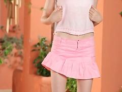 אוננות חצאית צעירות