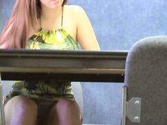 בלונדיניות מצלמה נסתרת עירום במשרד ריגול