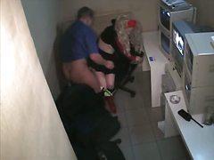 בלונדיניות מגפיים הרדקור מצלמה נסתרת במשרד