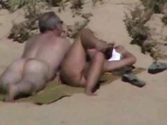 חוף חרמניות מבוגרות זיון קבוצתי זיון במעגל