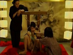 აზიელი გოგონა სადო-მაზოხიზმი