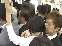 אסיאתיות יפניות ציבורי צעירות בחוץ