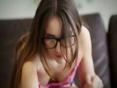 ברונטיות משקפיים אוננות צעירות