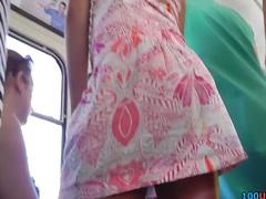 תחת ברונטיות מצחיק חצאית חוטיני