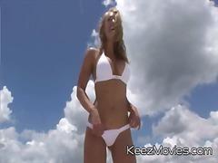 Zadočky Dievčatá Na Pláži Blondínky Exhibicionisti