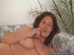 ღალატი ბებია დიასახლისი მოწიფული