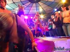 אוראלי מסיבה ציבורי פוסי מסיבה