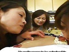אסיאתיות מציצות לבושות וערום פטיש יפניות