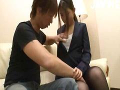 אסיאתיות יפניות במשרד גרביונים נשיקות