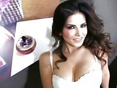Nude sunny leone teasing in sexy lingerie