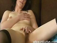 Masturbeerimine Küps Milf Emme Hõõrumine