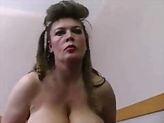 Голема убава жена Големи цицки Германски