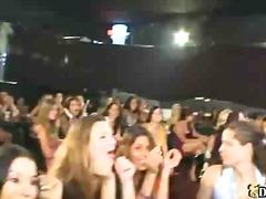 לבושות וערום אוראלי מסיבה ציבורי מסיבה