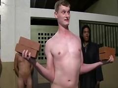 בחור צעיר מכללה מעונות הומואים קבוצתי