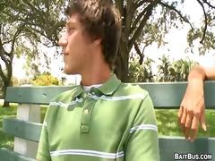בחור צעיר באוטובוס הומואים גבר חרמניות