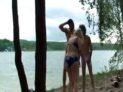Мастурбација Зрели за секс Тројка Во двор
