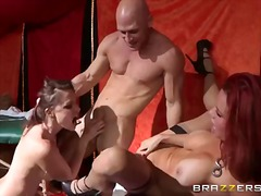 სექს სამეული მუტელი სამი ერთად