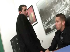 הומואים חתיך במשרד פורנו רך נשיקות
