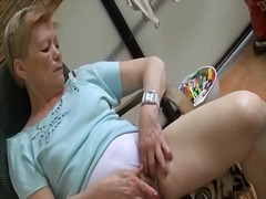 סבתות אוננות תחתונים בחוץ