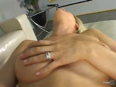 Loqkat Bjondinat Gjokset Masturbime Orgazëm