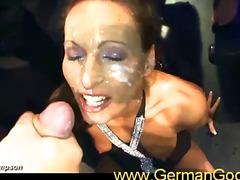 Grupáč Striekanie Európanky Výstrek Na Tvár Čúranie