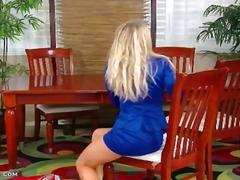 בלונדיניות חצאית ציצים